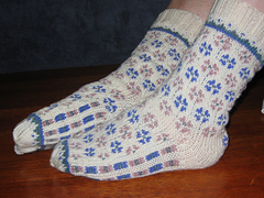 Candied_violets_socks_001_small