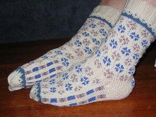 Candied_violets_socks_001_small2