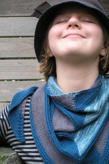 Edit_childs_20111002_westknitsmystershawl_0044_small2