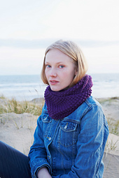 Debbiebliss-falklandaran-blackberrystitchcowl_small_best_fit