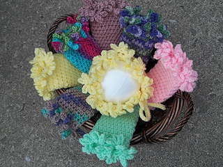 Ruffle_edged_legwarmers_and_bonnet_small2