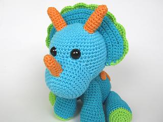 Amigurumi Dinosaur Free Pattern : Ravelry: triceratops tripi dinosaur amigurumi pattern by veronika