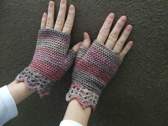 Ravelry Pretty Wrist Warmers Pattern By Patons