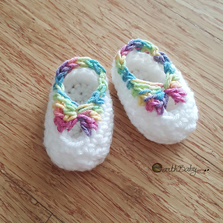 8e5e0ec342e4b Ravelry: Quick Newborn Booties with Bow pattern by Earth Baby Crochet