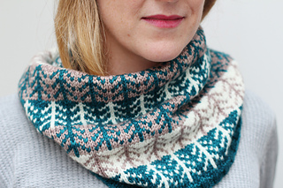 Boreal_dawn_cowl_by_renee_callahan_closeup_small2