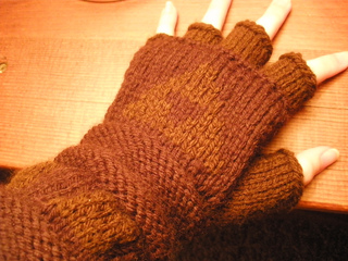 Gloves_ravelry_gauntlets_012_small2