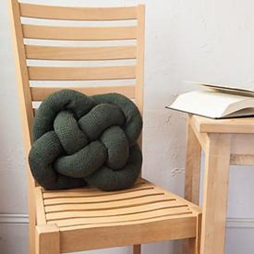 Ravelry Celtic Knot Pillow Pattern By Emily Ringelman