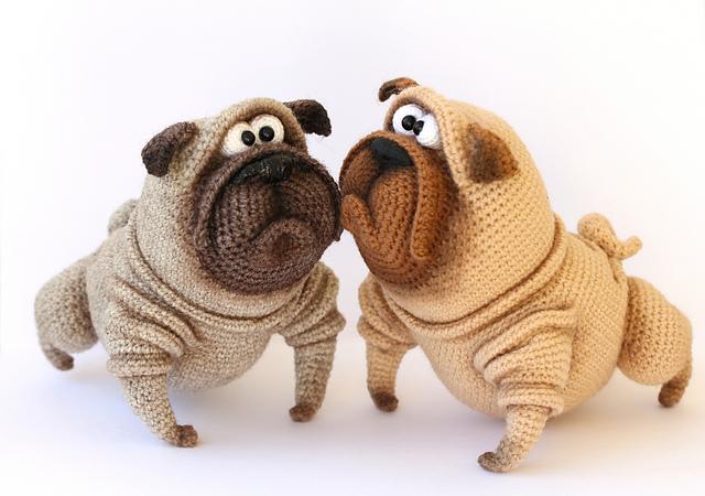 Amigurumi de chiens crochetés Pug Benedict par Ermak Elena