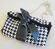 Black-white_clutch_with_leather_bow_in_goose_foot_pattern__7__small_best_fit