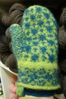 Felted_starry_mittens_009_small2