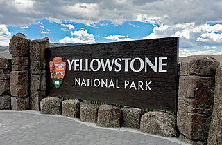 Yellowstone-sign_small2