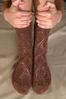 Archway-toe-up-sock-front-hands_small2