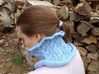 Stanascrittersetc_cabled_cowl_2_small2