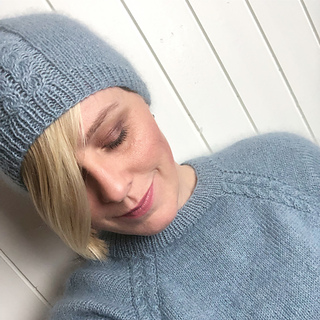 94509b94 Ravelry: Curvy Cable Sweater pattern by Floetre