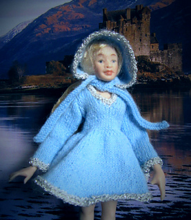 Hood_and_dress_on_doll_small2