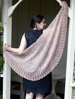 Img_1542_lace_shawl_small2