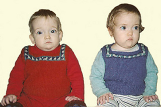 Twins_in_sweaters_small2