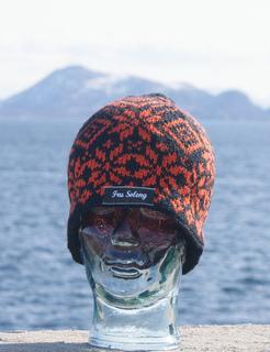 d23a1ee55cf59 Ravelry: Sort og orange lue pattern by Smevik Design