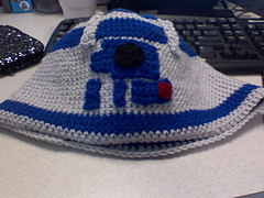 R2d2hat_small
