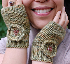 Isabelle_gloves_cropped_image_small