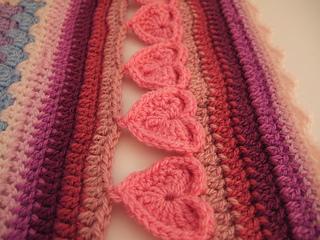 Line_of_hearts_crochet_border_small2