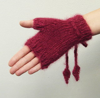 Glove_with_cables_and_cord3_small2