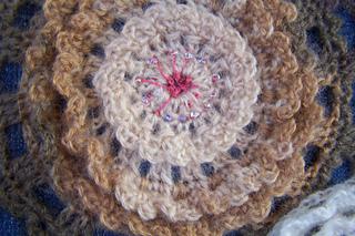 Ravelry ruffled circles applique purse pattern by lois barrett