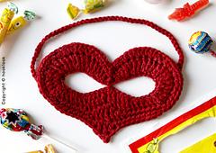 Heart-mask-crochet_small
