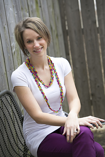 Crochet-ric-rac-rainbow-necklace_small2