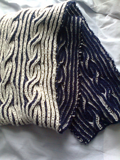 Navy___white_reversible_cable_scarf_small2