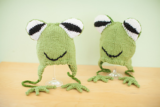 Hyla_frog_hats_-_jump_small2