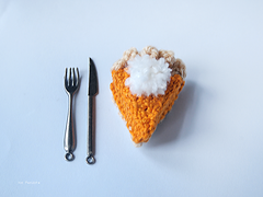Diy_crochet_pumpkin_pie_finished2_small