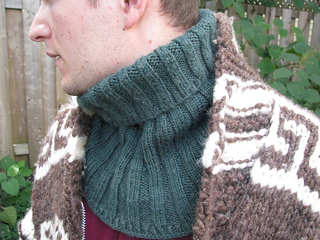 Ribbed_neck_cowl_detail--re-sized_small2