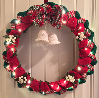 Ravelry Entrelac Christmas Wreath Pattern By Island Girls Knit