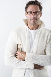 Robert_white_shirt_sweater_lores_small_best_fit