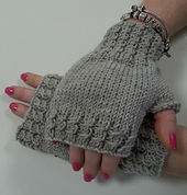 Left_twist_cabled_gloves_small_best_fit