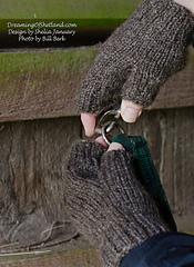 Januarysheilashetlanddagsfworkglovesshelandsheepebook-4904-copy_small