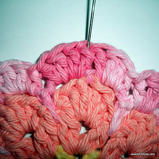 Crochet-flower-bib-round-one_small2