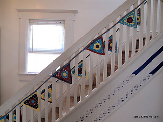 Circle-to-triangle-bunting-free-crochet-pattern_small2