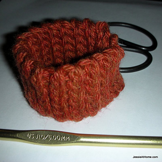 Quick-scrap-slip-stitch-bracelet-free-crochet-pattern_small2