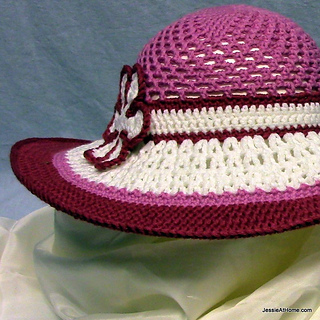 Be-a-start-child_s-sun-hat-free-crochet-pattern-pink-and-white_small2