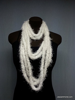 White-simple-chain-stitch-necklace_small2