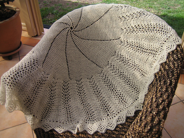 Ravelry: Bubbles (A Beautiful Circular Shawl) pattern by Patons UK