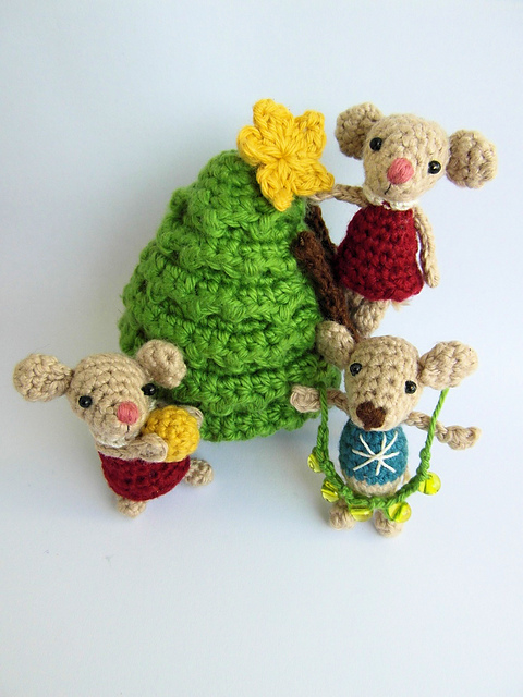 Indie Design Gift Along 2018 Toys crochet mice with tree