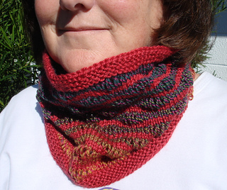 Jo_jo_land_cowl_small2