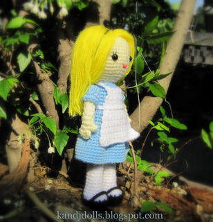 Alice_in_wonderland_amigurumi_crochet_pattern_for_a_doll_3_small2