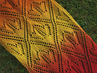 Maple_leaves_lace_scarf_handknitted_small2