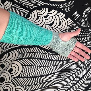 Kettle_yarn_co_brownlow_wristwarmers2_1_small2