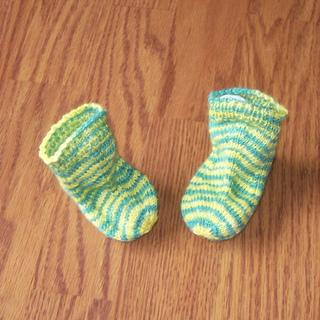32d_spring_daffodil_baby_socks_small2