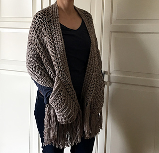 Ravelry Crochet Perfect Pockets Shawl Pattern By Sonja Hood Knot